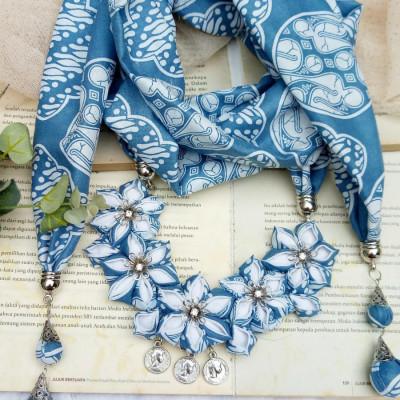 kalung-batik-scarf-sakura-blue-indigi