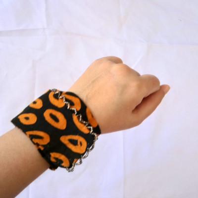 gelang-batik-tangan-handmade-wanita-etnik-gesyal-hitam