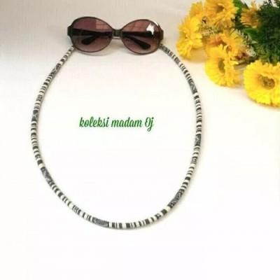 tali-kacamata-tenun-putih-hitam
