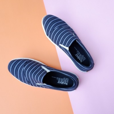 naray-slip-on-etnik-garis-02