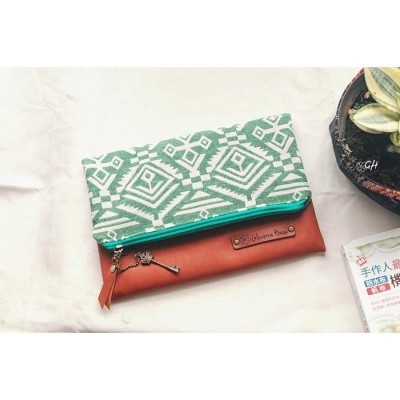befolded-clutch-kanvas-etnik-hijau