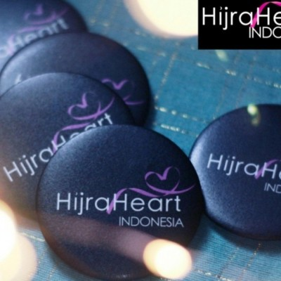 -hijraheart-article-pin-hijra-heart-hitam