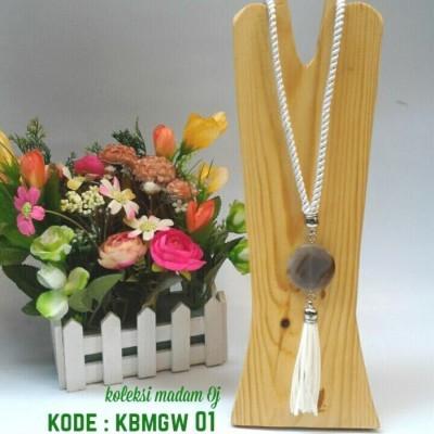 kalung-batu-medali-white-stripe-gold-01-kode-kbmgw-01-