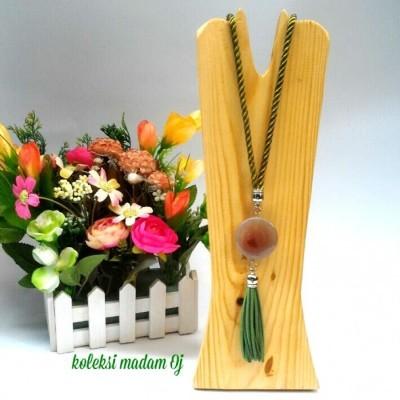 kalung-batu-medali-hijau-botol