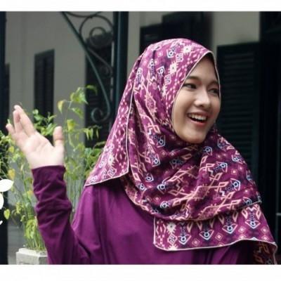 hijab-batik-wungu-mata