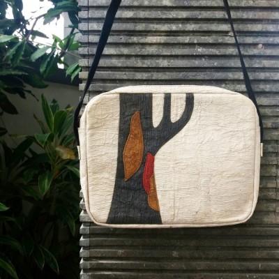 hori-leda-barkcloth-crossbody-bag-vegan-bag-off-white-naturally-dyed