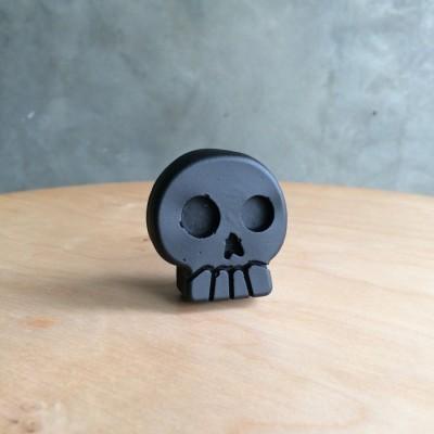 magnet-kulkas-skull-hitam