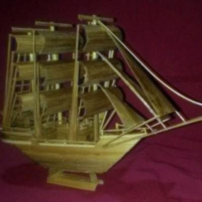 miniatur-kapal-pinisi-bambu-handmade