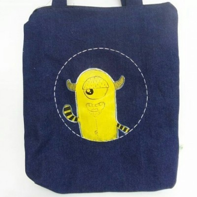 totebag-denim-lukis-monster-kuning