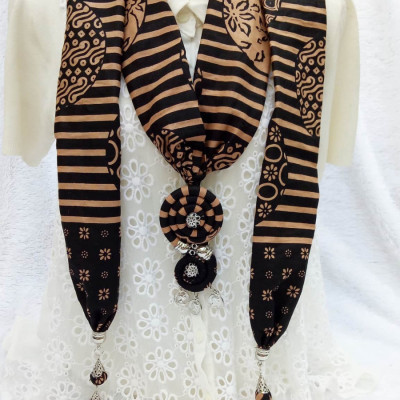 kalung-batik-scarf-circular-hitam