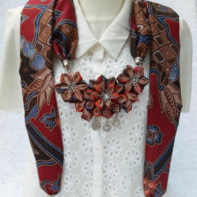 kalung-batik-scarf-sakura-maroon