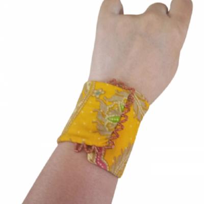 gelang-etnik-aksesoris-gelang-wanita-g5-gesyal-batik-kuning-gelang-tangan-lilit