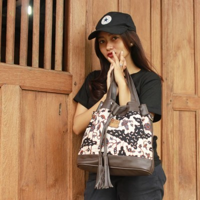 tas-batik-model-serut-semar-mesem