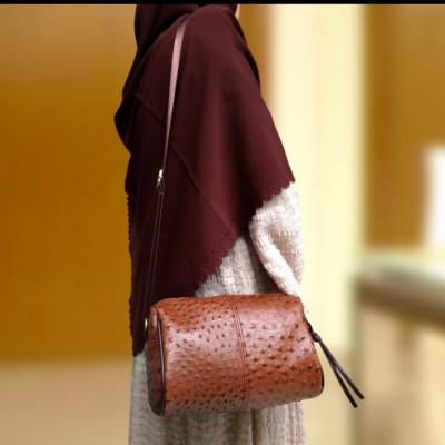 sling-bag-ostrich