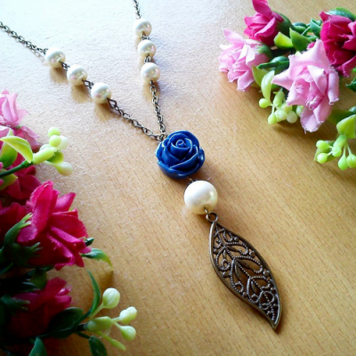 kalung-vintage-rose-leaf-navy-blue