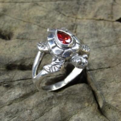 cincin-perak-simpel-motif-kura-kura-batu-garnet