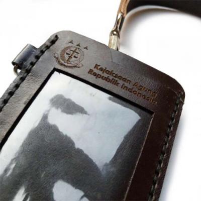 name-tag-id-kulit-asli-logo-kejaksaan-agung-warna-coklat-tua-garansi-1-tahun-id-card-holder
