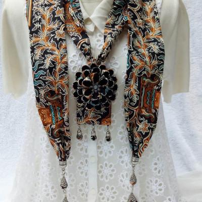 kalung-batik-scarf-sakura-hitam