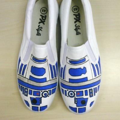 sepatu-lukis-dewasa-r2-d2-star-wars
