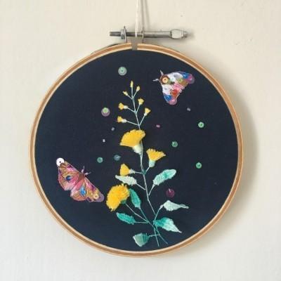 pajangan-hoop-sulam-bunga-kupu-kupu-ngengat-hand-embroidery