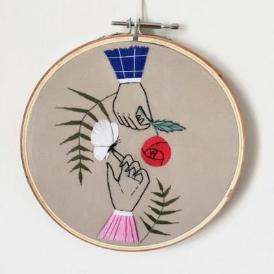 pajangan-hoop-sulam-sekuntum-mawar-merah