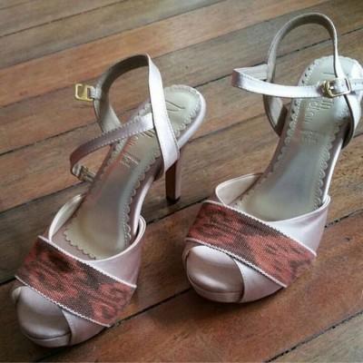 sepatu-tenun